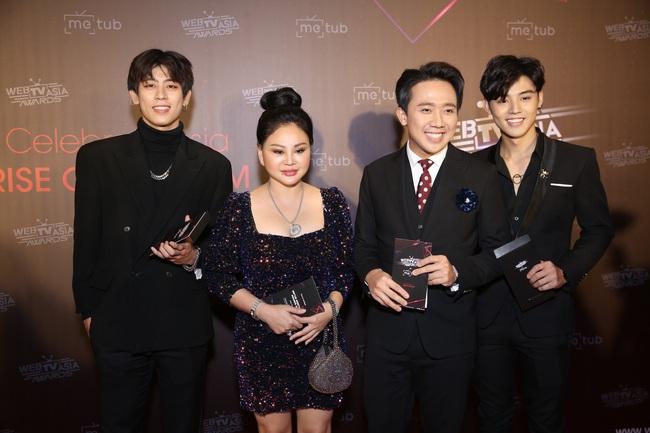 Thảm đỏ WebTVAsia Awards 2019: Nhã Phương xinh đẹp dịu dàng, Á hậu Huyền My gợi cảm khoe vòng 1 căng đầy - Ảnh 3.