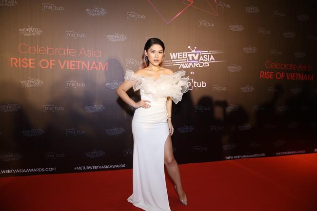 Thảm đỏ WebTVAsia Awards 2019: Nhã Phương xinh đẹp dịu dàng, Á hậu Huyền My gợi cảm khoe vòng 1 căng đầy - Ảnh 4.