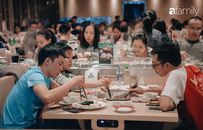 Trải nghiệm phố ẩm thực ngày đầu tiên mở cửa tại Aeon Mall Hà Đông: Hàng chục cái tên nổi tiếng, đồ ăn hấp dẫn, đông khách - Ảnh 9.