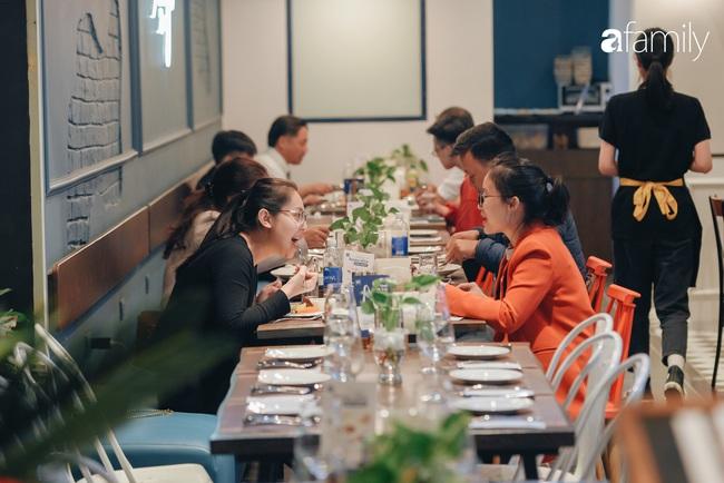 Trải nghiệm phố ẩm thực ngày đầu tiên mở cửa tại Aeon Mall Hà Đông: Hàng chục cái tên nổi tiếng, đồ ăn hấp dẫn, đông khách - Ảnh 17.