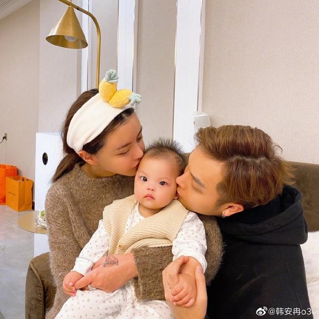 Hot girl chia sẻ ảnh chụp gia đình hạnh phúc cùng chồng con, dung mạo của đứa trẻ khiến dân mạng xôn xao tranh cãi - Ảnh 5.