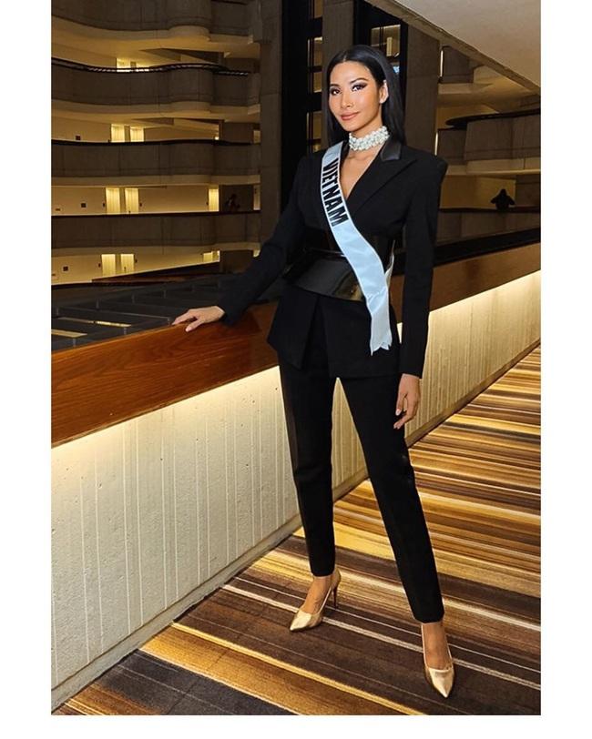 Hoàng Thùy thi Miss Universe:  - Ảnh 2.