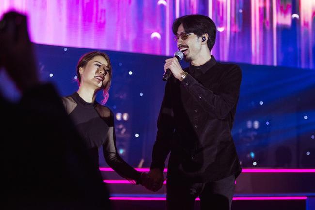 Diva Hồng Kông bị chê hát live tệ hơn Chi Pu, màn rap của Đen Vâu nhận hàng tá gạch đá  - Ảnh 7.