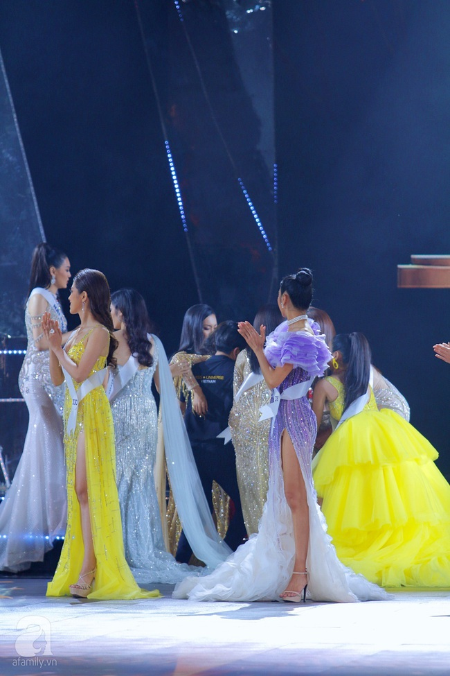 Trượt Top 3, Hương Ly ngất xỉu ngay trên sân khấu chung kết Hoa hậu Hoàn vũ Việt Nam 2019 - Ảnh 3.