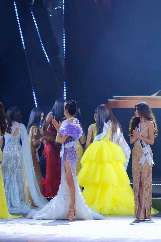 Trượt Top 3, Hương Ly ngất xỉu ngay trên sân khấu chung kết Hoa hậu Hoàn vũ Việt Nam 2019 - Ảnh 5.