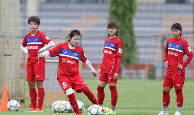 """Đội tuyển nữ bóng đá Việt Nam: 5 lần vô địch SEA Games và câu chuyện """"mơ ước được thi đấu ở SVĐ kín chỗ mà sao khó quá…"""" - Ảnh 1."""
