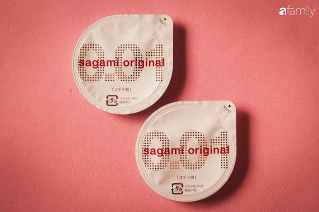 """Sagami 0.01 - Chiếc """"áo mưa"""" mỏng nhất thế giới mà các cặp đôi nhất định nên thử, để cùng nhau """"bay lên tận cung trăng"""" mà chẳng lo tai nạn - Ảnh 2."""
