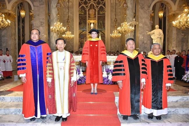 Hoàng hậu Thái Lan rạng rỡ đi dự sự kiện một mình và nhận bằng Tiến sĩ danh dự, vị thế ngày càng vững chắc - Ảnh 6.