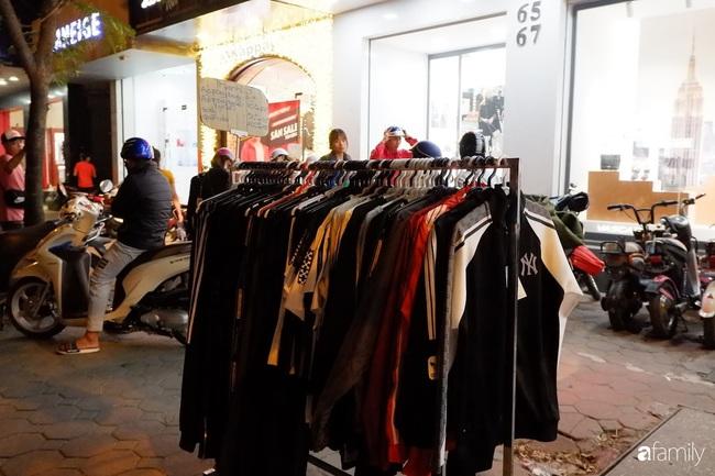 Chợ đêm Chùa Bộc, địa chỉ bán quần áo siêu rẻ dành cho hội sinh viên và chị em công nhân - Ảnh 3.