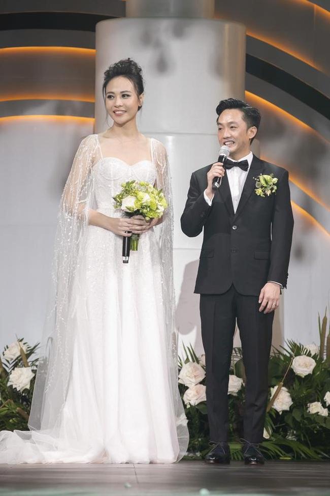 """5 sao Việt thay váy cưới như """"chạy sô"""" trong năm 2019, bộ nào cũng cầu kỳ lộng lẫy chuẩn công chúa cổ tích - Ảnh 10."""