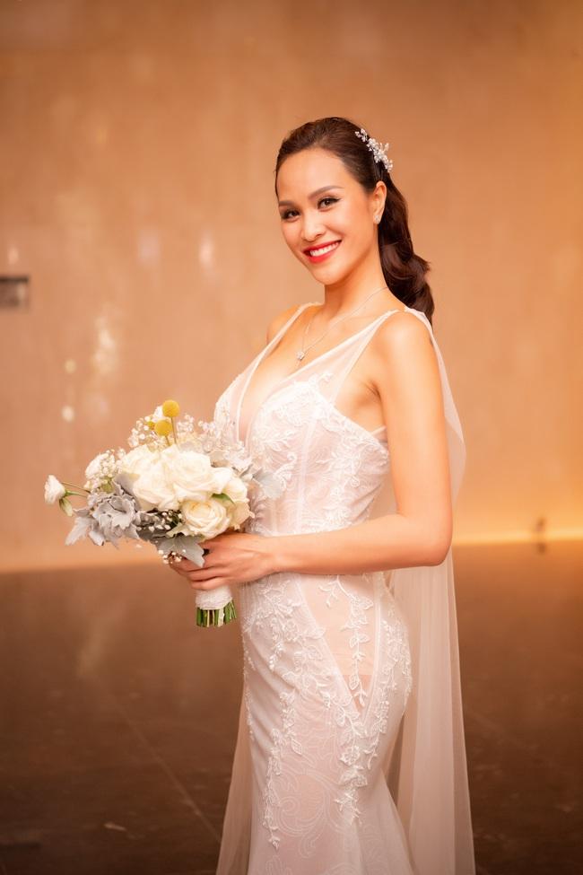 """5 sao Việt thay váy cưới như """"chạy sô"""" trong năm 2019, bộ nào cũng cầu kỳ lộng lẫy chuẩn công chúa cổ tích - Ảnh 12."""