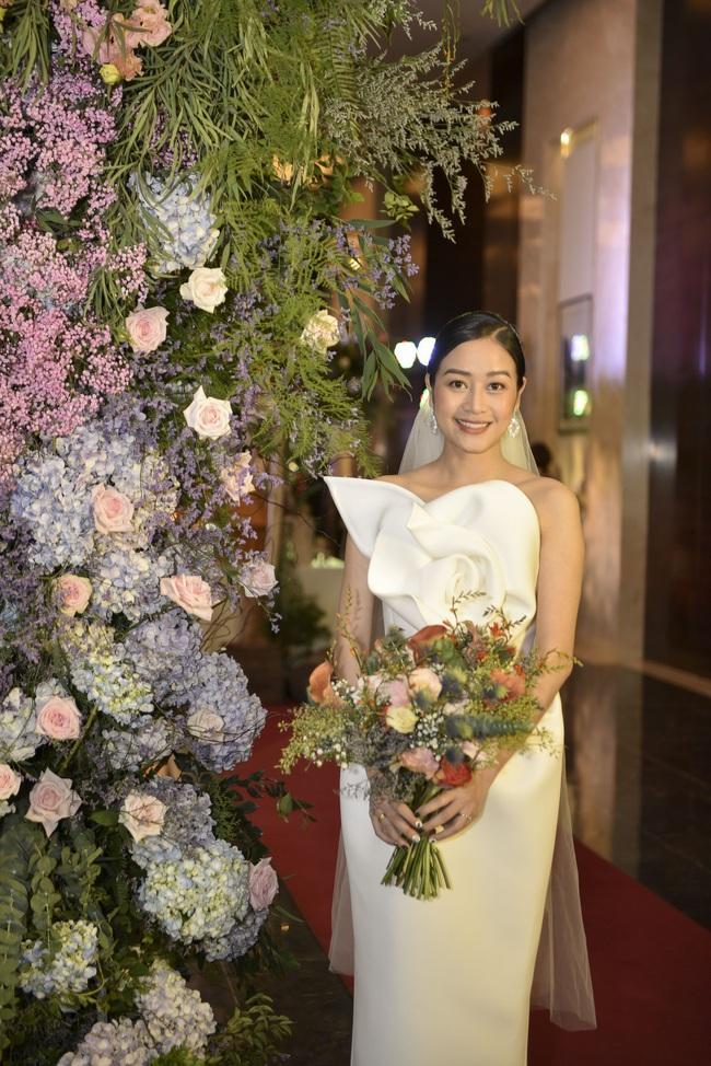 """5 sao Việt thay váy cưới như """"chạy sô"""" trong năm 2019, bộ nào cũng cầu kỳ lộng lẫy chuẩn công chúa cổ tích - Ảnh 14."""