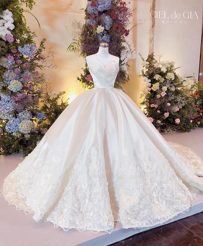 """5 sao Việt thay váy cưới như """"chạy sô"""" trong năm 2019, bộ nào cũng cầu kỳ lộng lẫy chuẩn công chúa cổ tích - Ảnh 16."""