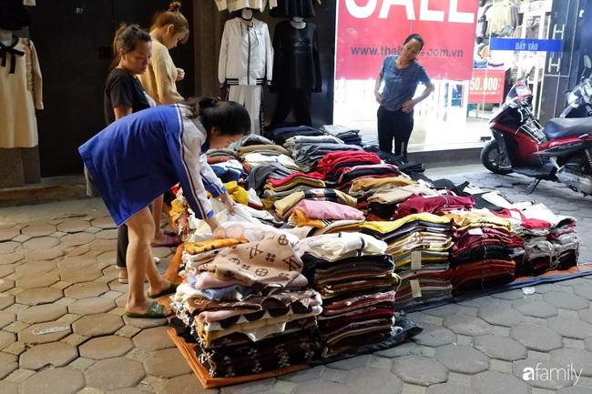 Chợ đêm Chùa Bộc, địa chỉ bán quần áo siêu rẻ dành cho hội sinh viên và chị em công nhân - Ảnh 5.
