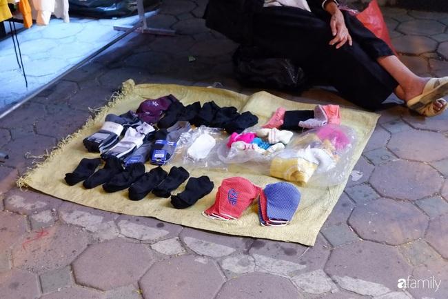 Chợ đêm Chùa Bộc, địa chỉ bán quần áo siêu rẻ dành cho hội sinh viên và chị em công nhân - Ảnh 7.