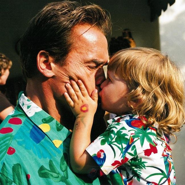"""Ông bố ngôi sao """"Kẻ hủy diệt"""" Arnold Schwarzenegger – Được mệnh danh ông bố quốc dân chẳng kém sao Hàn - Ảnh 5."""