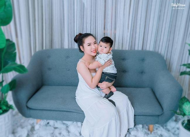 Bú sữa mẹ hoàn toàn, bé trai 1 tuổi đều đặn lên cân mỗi tháng, người bụ bẫm ai nhìn cũng phát mê - Ảnh 5.