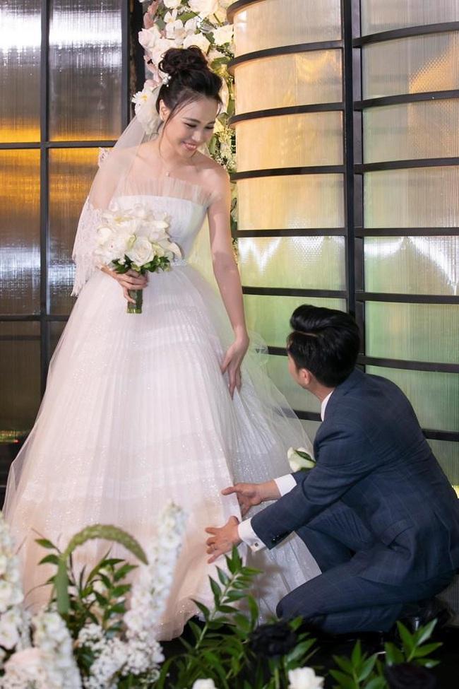 """5 sao Việt thay váy cưới như """"chạy sô"""" trong năm 2019, bộ nào cũng cầu kỳ lộng lẫy chuẩn công chúa cổ tích - Ảnh 8."""