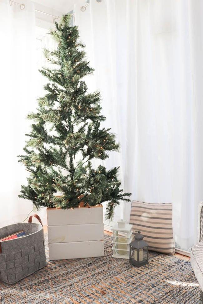 Những ý tưởng decor giá đỡ cây thông vừa nhanh chóng vừa tiết kiệm tạo nét độc đáo cho nhà bạn dịp Noel - Ảnh 8.