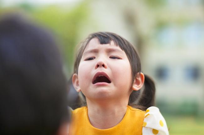 Tết đã cận kề, mẹ hãy áp dụng ngay 3 chiêu này để dẹp tan cơn mè nheo, khóc hờn của bé - Ảnh 1.