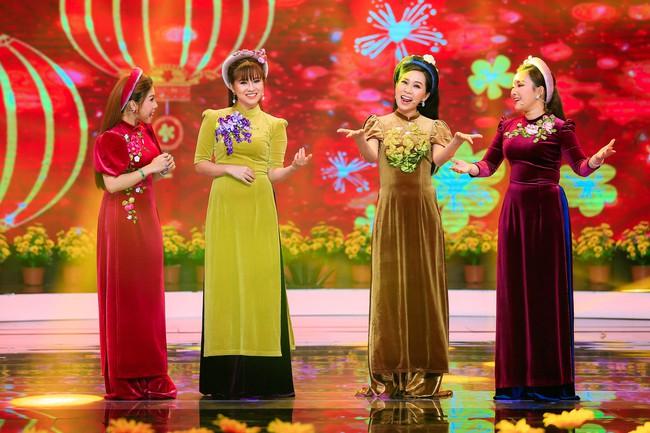 Phương Trinh Jolie khoe vai trần nõn nà, đẹp rạng ngời bên soái ca Triệu Long  - Ảnh 9.