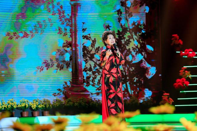 Phương Trinh Jolie khoe vai trần nõn nà, đẹp rạng ngời bên soái ca Triệu Long  - Ảnh 6.