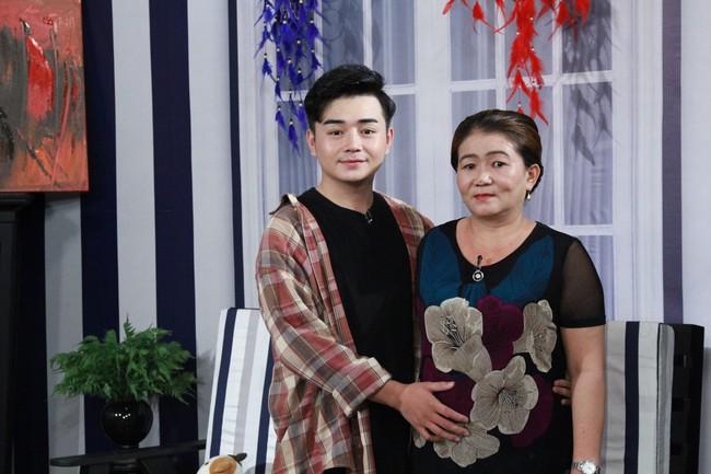 Lâm Khánh Chi bật khóc vì câu chuyện thanh niên đồng tính bị anh trai dùng roi điện chích đến chảy máu lỗ tai - Ảnh 5.
