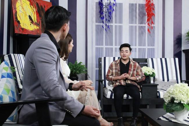 Lâm Khánh Chi bật khóc vì câu chuyện thanh niên đồng tính bị anh trai dùng roi điện chích đến chảy máu lỗ tai - Ảnh 2.