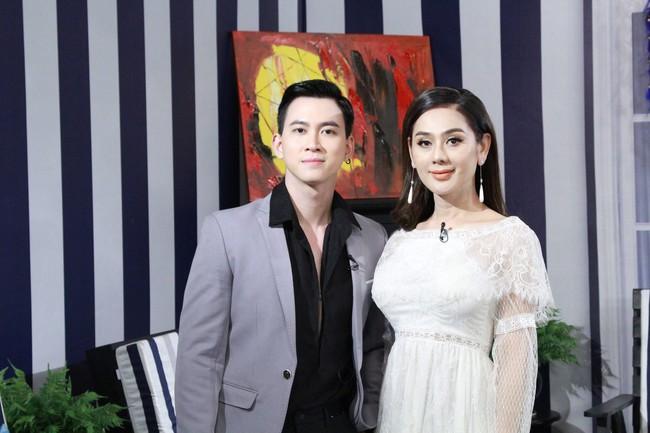Lâm Khánh Chi bật khóc vì câu chuyện thanh niên đồng tính bị anh trai dùng roi điện chích đến chảy máu lỗ tai - Ảnh 3.