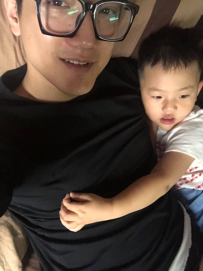 3 ông bố sao Việt vẫn làm tròn trách nhiệm, luôn chăm sóc con ân cần dù đã ly hôn với vợ - Ảnh 9.