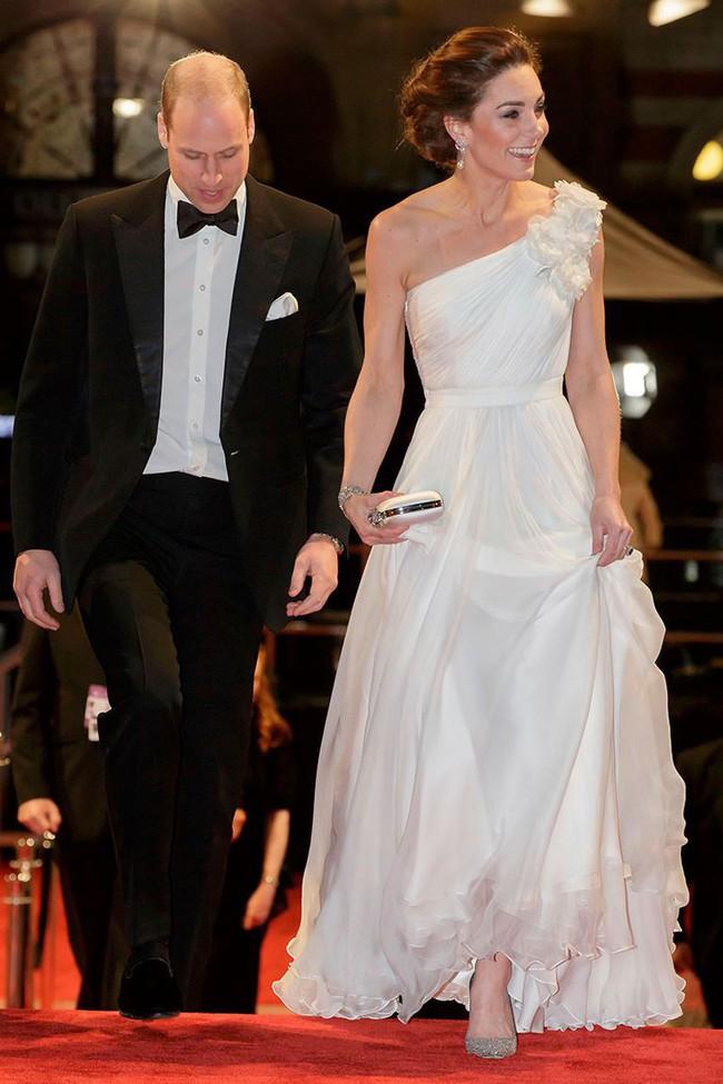 Diện đầm công chúa, Kate Middleton không chỉ đẹp mà còn sang chảnh mãn nhãn và khiến dân tình cảm động vì 1 điều - Ảnh 2.