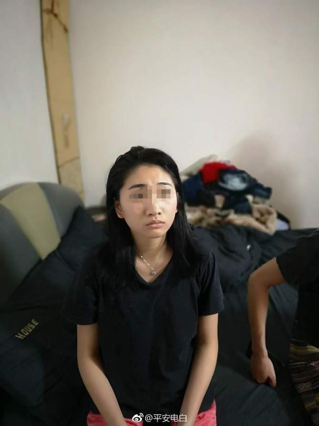 Đến nhà bạn trai ra mắt nhân dịp Tết, cô gái trẻ bị cảnh sát còng tay ngay cửa, để lộ thân phận thật - Ảnh 1.
