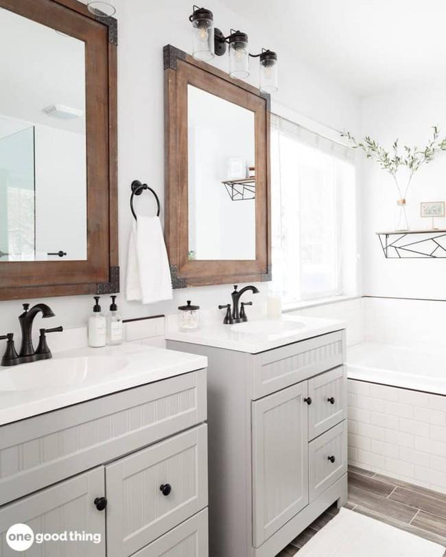 Những mẹo thú vị có thể bạn không nghĩ ra khi cải tạo phòng tắm nhỏ - Ảnh 3.