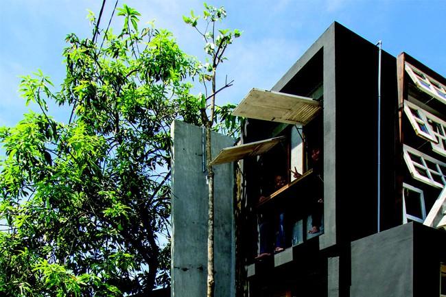 Ngôi nhà sử dụng vật liệu tái chế mang tinh thần hơi hướng toàn cầu, thấu hiểu địa phương cho người thu nhập thấp - Ảnh 2.