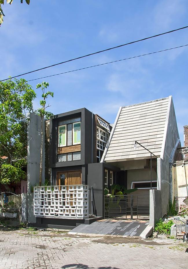 Ngôi nhà sử dụng vật liệu tái chế mang tinh thần hơi hướng toàn cầu, thấu hiểu địa phương cho người thu nhập thấp - Ảnh 1.
