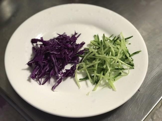 Mỗi ngày đi làm tôi đều mang theo món salad này ăn trưa, ăn hoài cả tuần cũng không chán - Ảnh 1.