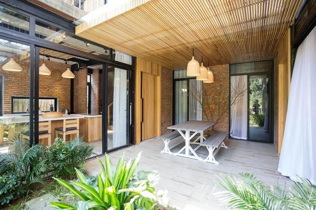 Hai ngôi nhà riêng biệt gộp chung thành biệt thự sang chảnh giữa núi đồi mênh mông của hai người bạn thân ở Đà Nẵng - Ảnh 8.