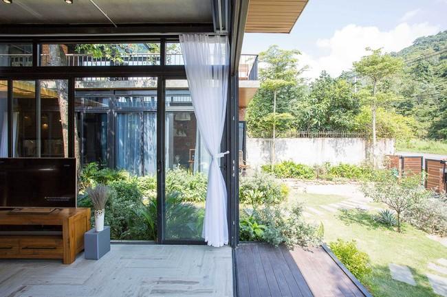 Hai ngôi nhà riêng biệt gộp chung thành biệt thự sang chảnh giữa núi đồi mênh mông của hai người bạn thân ở Đà Nẵng - Ảnh 6.