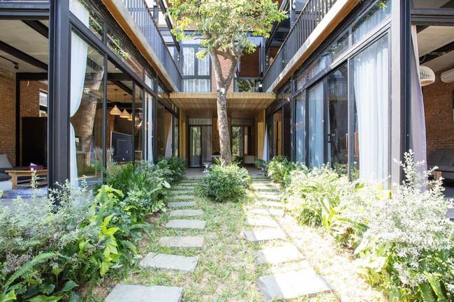 Hai ngôi nhà riêng biệt gộp chung thành biệt thự sang chảnh giữa núi đồi mênh mông của hai người bạn thân ở Đà Nẵng - Ảnh 4.
