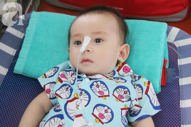 Ánh mắt cầu cứu của bé trai 7 tháng tuổi bị mẹ bỏ rơi trước cổng chùa vì mắc bệnh bại não - Ảnh 11.