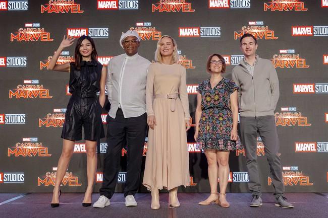 Hoa hậu Đỗ Mỹ Linh phỏng vấn bằng tiếng Anh cực trôi chảy, Captain Marvel trả lời khiến cả khán phòng hú hét vỗ tay - Ảnh 6.