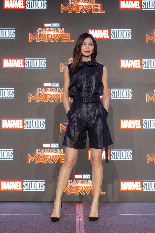 Hoa hậu Đỗ Mỹ Linh phỏng vấn bằng tiếng Anh cực trôi chảy, Captain Marvel trả lời khiến cả khán phòng hú hét vỗ tay - Ảnh 7.