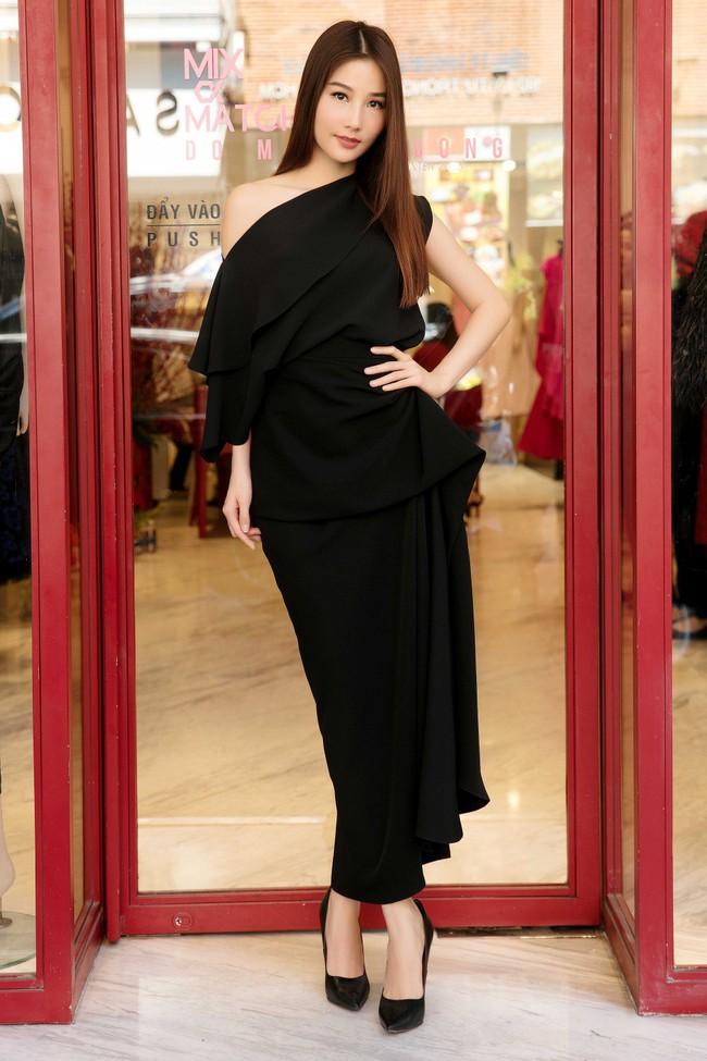 Diễm My 9X cuốn hút với váy đen khoe vai trần nõn nà, quyến rũ - Ảnh 1.