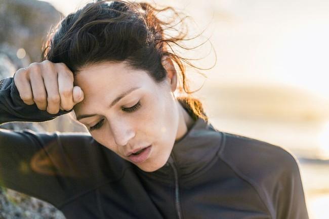 Dấu hiệu cảnh báo đau tim ở phụ nữ cực ít người biết - Ảnh 5.