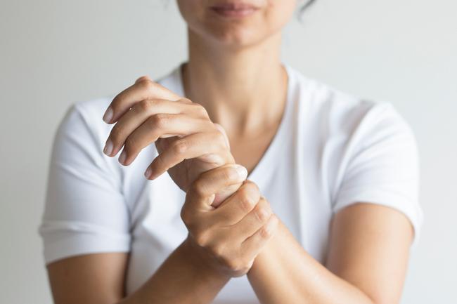 Dấu hiệu cảnh báo đau tim ở phụ nữ cực ít người biết - Ảnh 6.