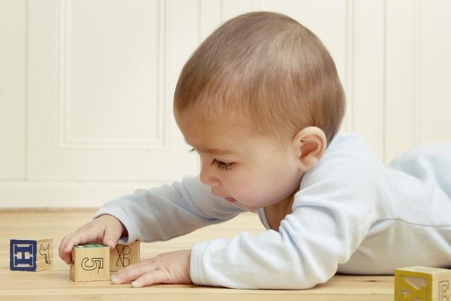 Lợi ích không ngờ của đồ chơi truyền thống với khả năng ngôn ngữ của trẻ mà cha mẹ chắc hẳn chưa biết - Ảnh 1.