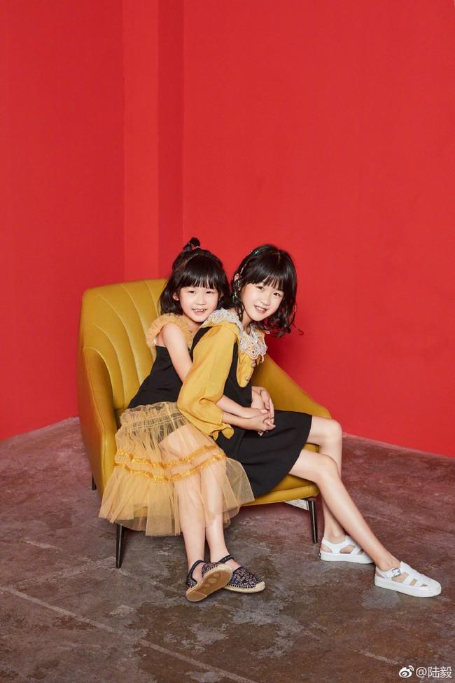 Bao Chửng Lục Nghị khoe ảnh Tết, netizen chỉ chú ý đến đôi chân gầy đến mức báo động của cô con gái - Ảnh 5.