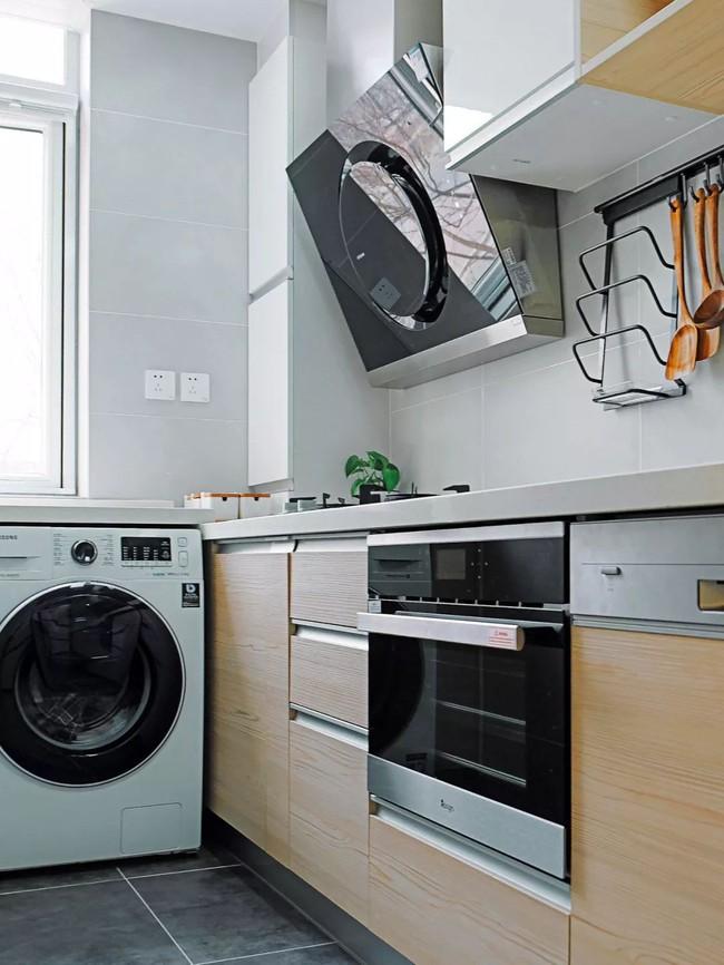 Căn hộ 48m² hẹp và dài gây ấn tượng với thiết kế mở có thể ở đến 6 người  - Ảnh 13.