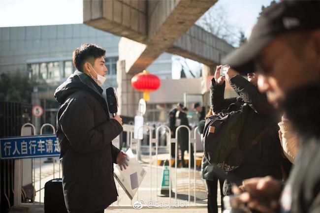 Nam thần con nhà nòi Cbiz gây náo loạn Học viện điện ảnh Bắc Kinh: Đi thi thôi mà có cần phải đẹp trai thế không? - Ảnh 3.