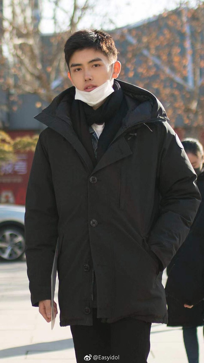 Nam thần con nhà nòi Cbiz gây náo loạn Học viện điện ảnh Bắc Kinh: Đi thi thôi mà có cần phải đẹp trai thế không? - Ảnh 5.